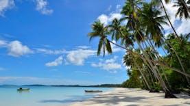 Kelembutan Pasir Pantai Ngurbloat Yang Tiada Tara