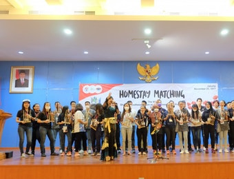 Seru! Main Angklung Bareng dengan 330 Anak Muda ASEAN-Jepang