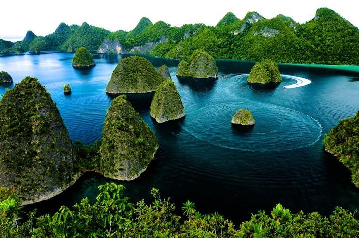 Ehm. 10 Tempat Terbaik untuk Berbulan Madu di Indonesia