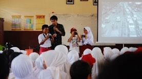 Gerakan Pemuda Penggerak Desa Ajak Anak-anak di Halmahera Selatan Mengenal Berbagai Profesi Lewat Kelas Inspirasi