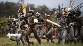 Pemberani? Datanglah ke Perang Antar Suku di Papua Ini