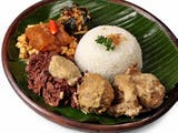 Gambar sampul Festival Tamansari: Makan Gudeg 3000an