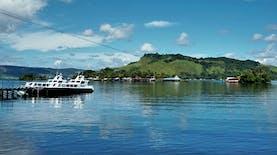 Menikmati Danau Bertabur Zamrud Kebanggaan Papua