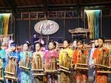 Gambar sampul Saung Angklung Udjo dan Visinya dalam Melestarikan Budaya serta Seni Khas Sunda