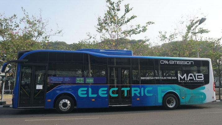 Bus Listrik Mulai Beroperasi untuk Operasional Karyawan