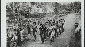 Saksi Mata 1965 : Persaingan Drum Band dan Pengemis Misterius