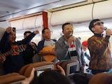 Gambar sampul Nada-nada Bahagia di Perjalanan Udara Jakarta-YIA