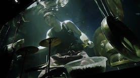 Unik! Grup Musik Ini Gunakan Gong Dari Indonesia Untuk Konser Dibawah Air.