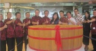 Sejarah Hari Ini (21 September 2013) - Kue Bulan Terbesar di Pekanbaru