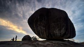 Balancing Rock Belitung, Batu Granit Raksasa yang Berdiri Seimbang di Tepi Jurang