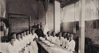 Sejarah Hari Ini (16 Januari 1904) - Dewi Sartika Dirikan Sekolah Keutamaan Istri