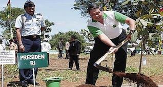Sejarah Hari Ini (28 November 2008) - SBY Sahkan Hari Menanam Pohon Indonesia