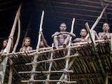 Gambar sampul Hukuman Khakhua di Balik Mengerikannya Kanibalisme Suku Korowai