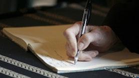 Menulis adalah Sarana Mengabadikan Momen