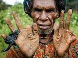 Gambar sampul Tradisi Potong Jari Ala Suku Dani, Mengerikan Namun Sarat Akan Makna