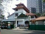 Gambar sampul A Historic Mosque in the Bustling Capital