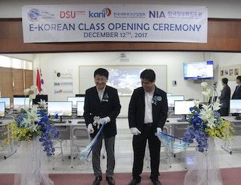 Universitas di Surabaya Ini Resmi Membuka e-Korean Class