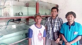 Dosen FPIK UB Malang Mengajak Petani Ikan di Desa Bangoan, Kabupaten Tulungagung untuk Budidaya Ikan Hias Ramirezi.