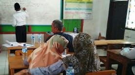 Small Learning Community Perdana, MI Al Wathoniyah Indramayu Memulai dengan Cinta