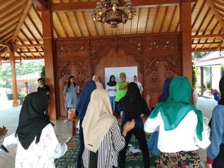 Satu Hari: Komunitas dari Remaja Belia untuk Indonesia