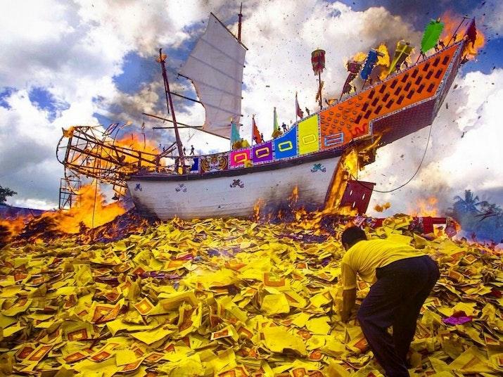 Tradisi Bakar Tongkang Bagansiapiapi Sedot Wisatawan Mancanegara