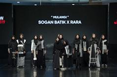 'Mulangi' Sogan Batik dan RARA Tampil Memukau di Jogja Fashion Week 2019