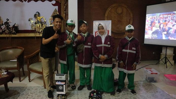 """Juara Robotik Asal Blitar Hadiri  Acara Good Talk """"Blitar Mendunia"""""""