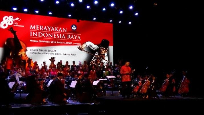 Indonesia Raya Akan Dinyanyikan Lebih Panjang di Sekolah?
