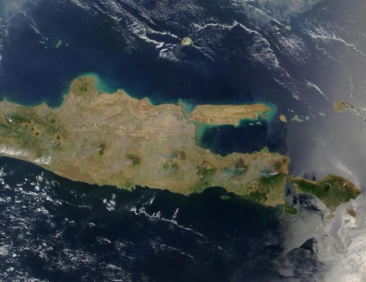 Betapa Menakjubkan Melihat Lingkar Api Indonesia dari Luar Angkasa