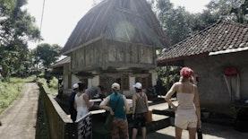 Asyiknya Trekking di World Heritage di Kaki Gunung Batukaru
