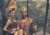 Viral! Liburan ke Indonesia, John Legend dan Chrissy Teigen Pakai Busana Adat Bali