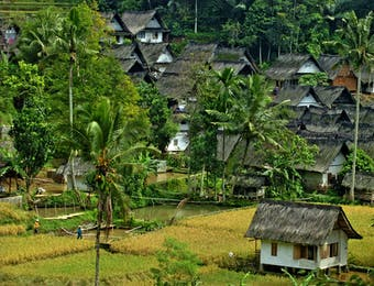 Belajar Menjaga Amanah Leluhur di Kampung Naga