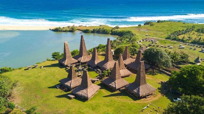Kearifan Lokal Berbalut Wisata di Kampung Ratenggaro