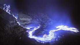 Mengapa Api di Kawah Ijen Menjadi Biru? Ini Dia Jawabannya