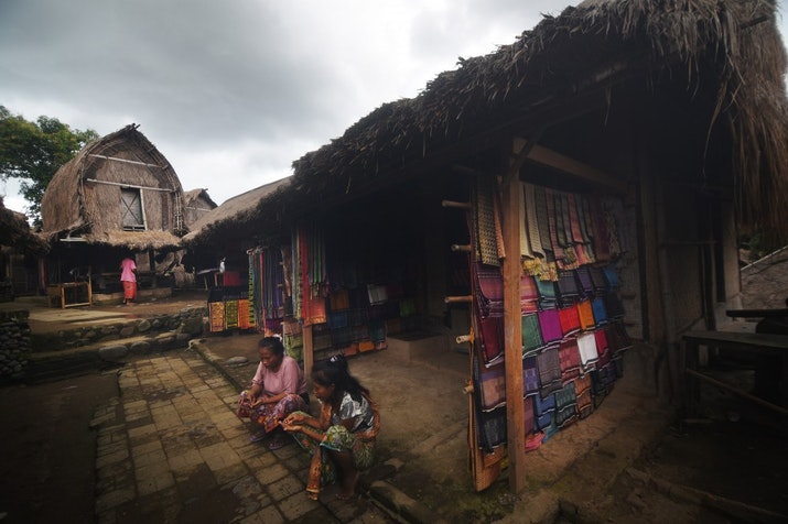 Kawin Lari? Basi! Nih, Tradisi Nyulik Pengantin ala Lombok