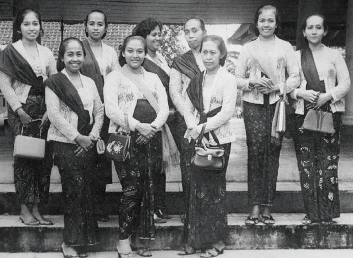 Benarkah Kebaya adalah Pakaian Asli Indonesia?