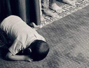 Di Masjid Ini, Jika Sandal atau Motormu Hilang, Akan Diganti