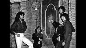 Mari Nostalgia, Inilah Band Legendaris Indonesia yang Tak Lekang Waktu
