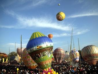 Tradisi Balon Udara Kertas, Tradisi Perayaan Kemenangan