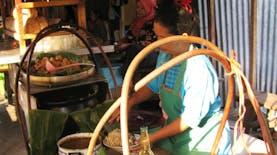 Lontong Balap, kuliner nikmat khas kota Pahlawan