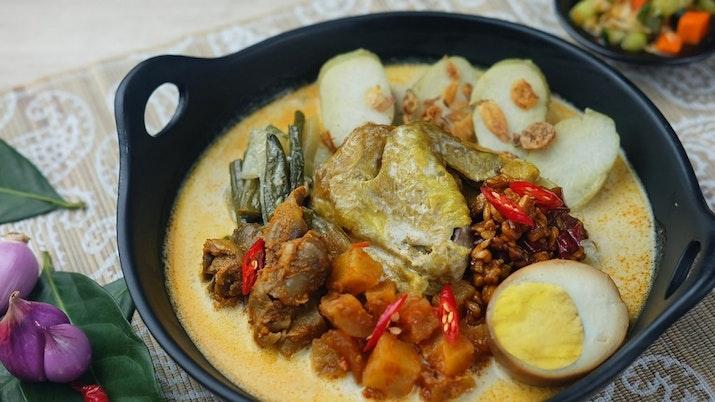 Lontong Cap Go Meh, Kuliner Peranakan Membawa Keberuntungan