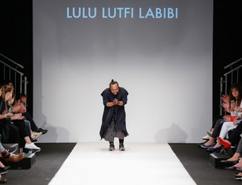 Sarat Makna, Desainer Ini Pamerkan Kain Khas Indonesia di MQ Vienna Fashion Week 2017
