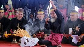 Masossor Manurung, Ritual Pembersihan Keris dari Dua Budaya