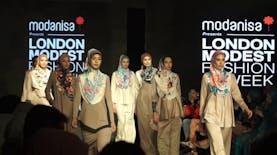 Lindsay Lohan Tampil di London Modest Fashion Week 2018 Dengan Tampilan dari Stylist Asal Indonesia
