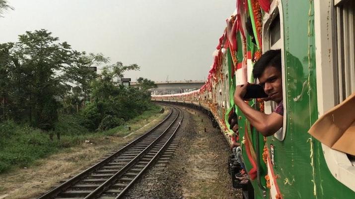 Kereta Api Buatan Indonesia Resmi Diluncurkan di Bangladesh