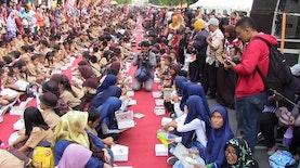 3.000 Warga Makan Nasi Lengko, Kota Cirebon Pecahkan Rekor Indonesia