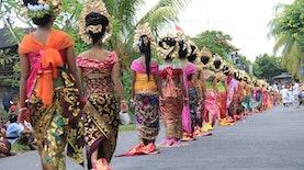 Mapeed, Tradisi Iring-Iringan Unik Dari Bali