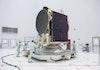 [Foto] Inilah Momen Menakjubkan Pemasangan Satelit Telkom 3S pada Kepala Roket Ariane 5 ECA
