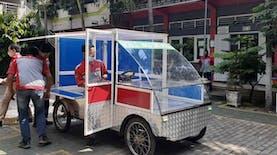 Mobil Listrik Akrilik, Kereta Cinta Siswa SMK untuk Pedagang Keliling
