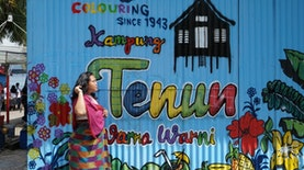 "Kampung Tenun ""Warna-Warni"" Sulaa, Daerah Pengrajin Kain Khas Buton"